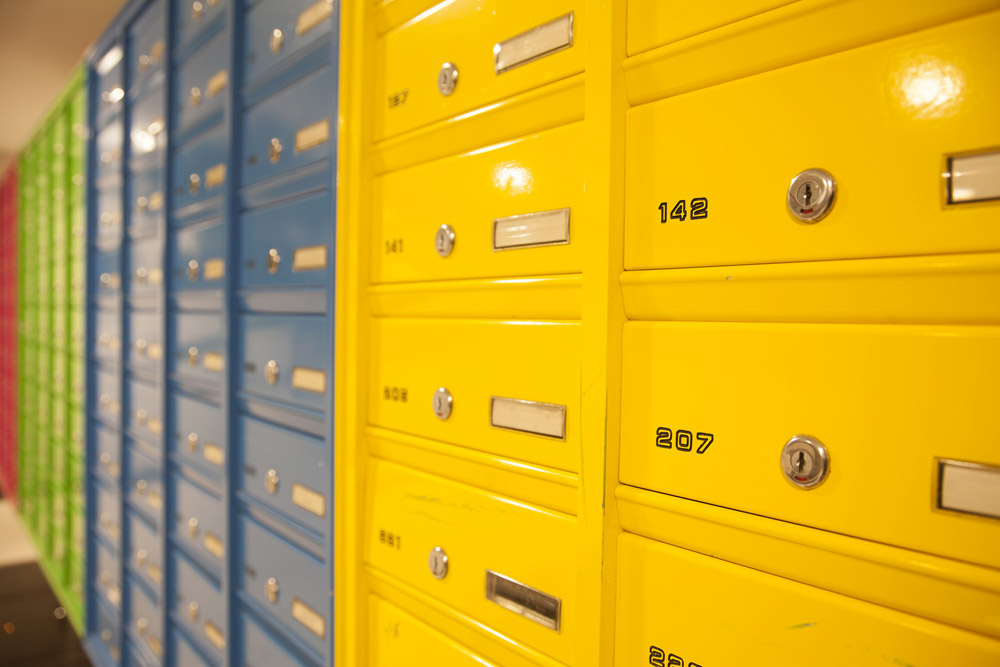 מערכת תיבות דואר חד צדדית על הקיר