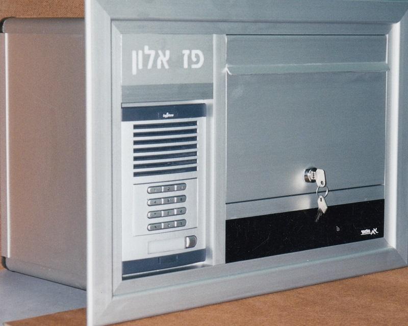 תיבת דואר חד צדדית משולבת עם אינטרקום לתוך הקיר