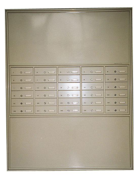 מערכת תיבות דואר לתוך הקיר