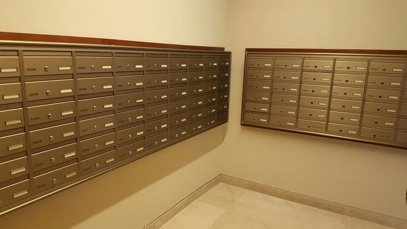 חדר תיבות דואר במגדל יוקרתי