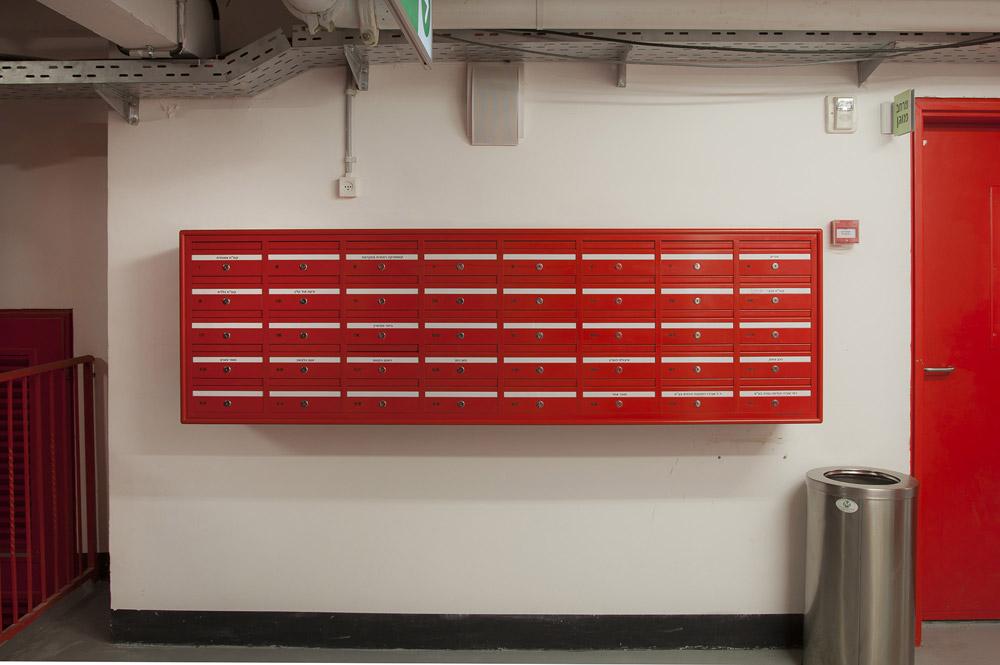 מערכת תיבות דואר במרכז מסחרי