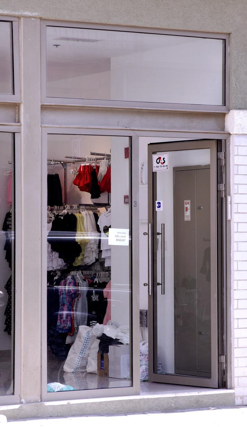 דלת כניסה שילוב של אלומיניום וזכוכית