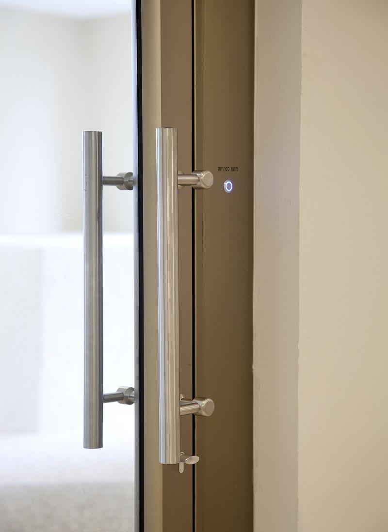 לחצן כניסה על פרופיל דלת אלומיניום