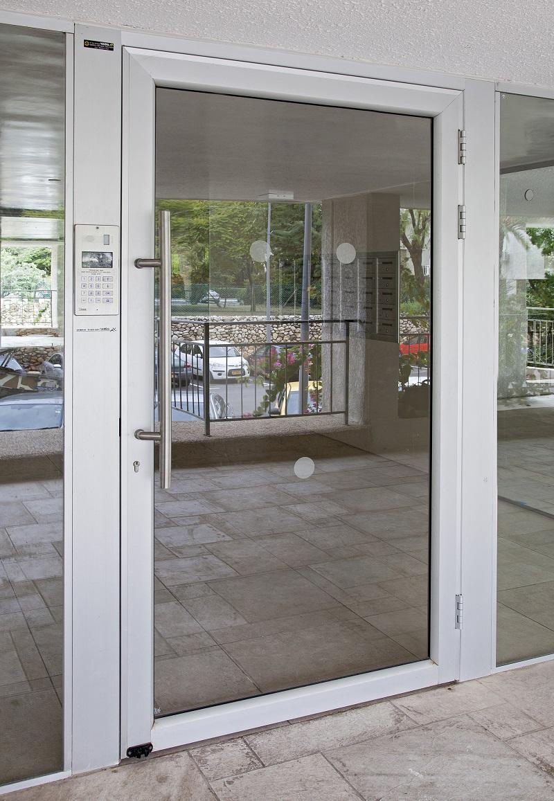 דלת כניסה ללובי
