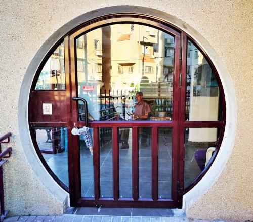 דלת אלומיניום עגולה