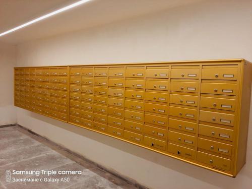 תיבות דואר בצבע זהב