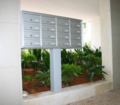 מערכת תיבות דואר על עמוד