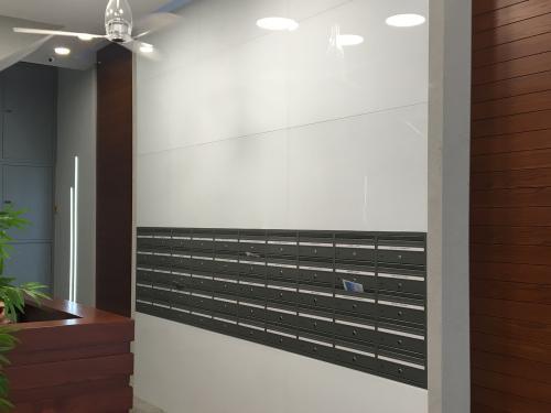 תיבות דואר בתוך הקיר ללא מסגרת