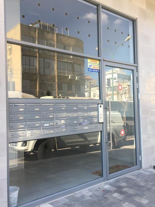דלת כניסה וויטרינה