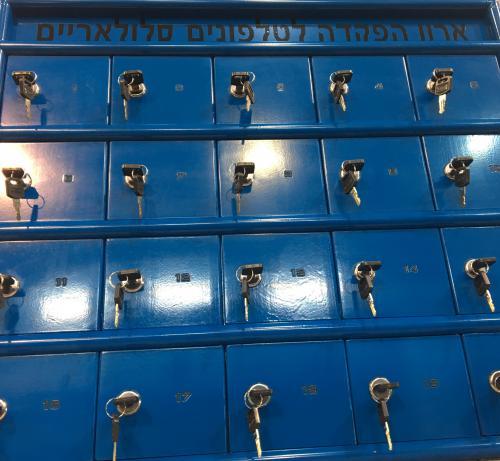תאי אחסון לטלפונים סלולריים כחול