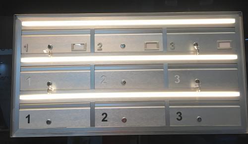 תיבות דואר עם תאורה