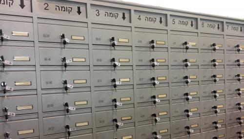 מערכת תיבות דואר עם סימון מספר הקומה