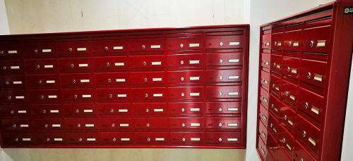 תיבות דואר בחדר דואר