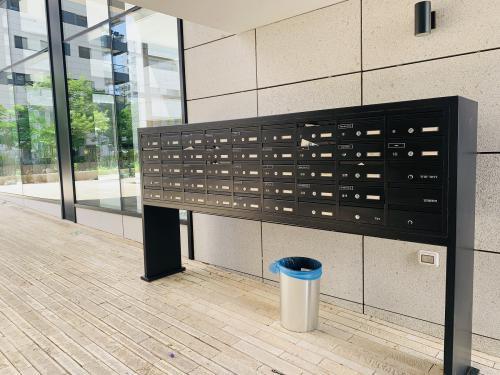 תיבות דואר עם מסגרת