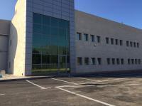 קיר מסך מבנה מסחרי