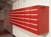 מערכת תיבות לחנויות במרכז מסחרי דואר חד צדדית על הקיר