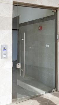פנל כניסה דיגיטלי על הקיר