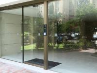 דלת כניסה חשמלית ק.אונו