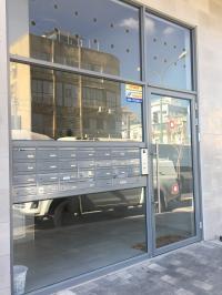 דלת אלומיניום+תיבות דואר בויטרינה